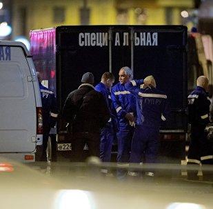 Socorristas trabalham no local do atentado em São Petersburgo, em 3 de abril de 2017