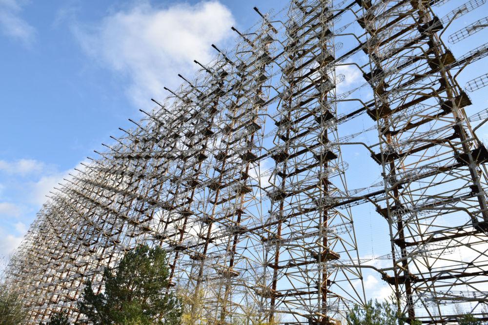 Antena da estação de radar desativada Duga-1 nos arredores de Chernobyl. A União Soviética a usava como sistema de detecção de lançamentos de mísseis balísticos intercontinentais