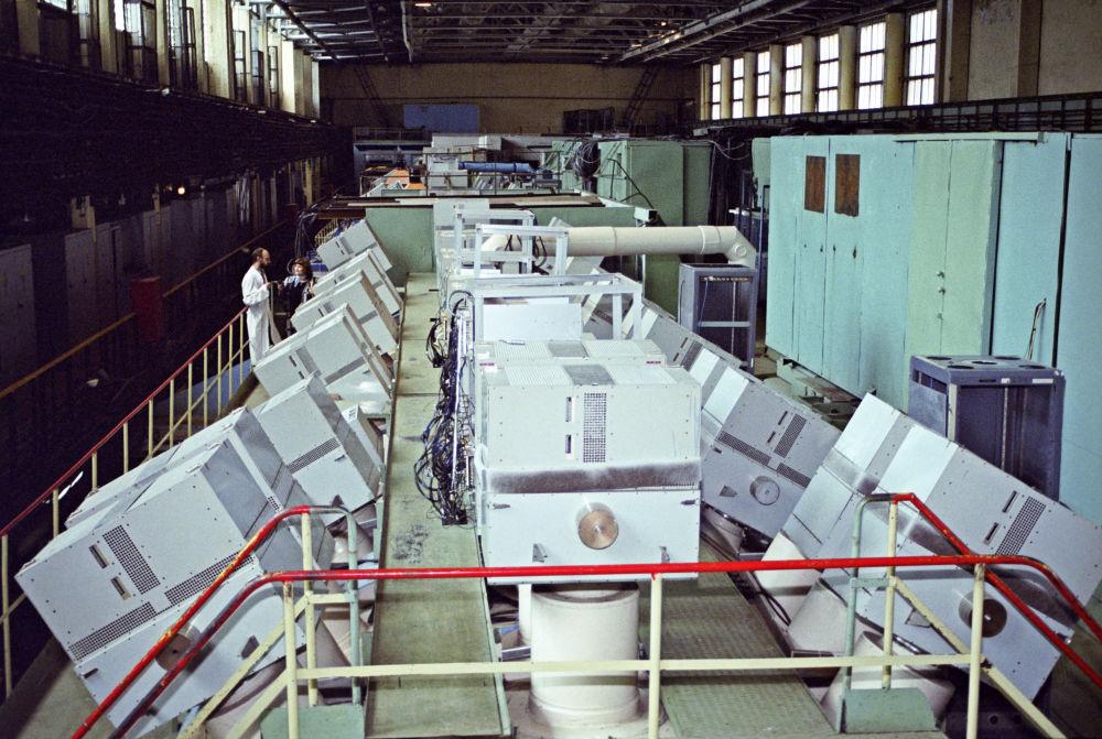 Instalação de física nuclear – o acelerador de prótons no Instituto da Física de Altas Energias  na cidade de Protvino, Rússia
