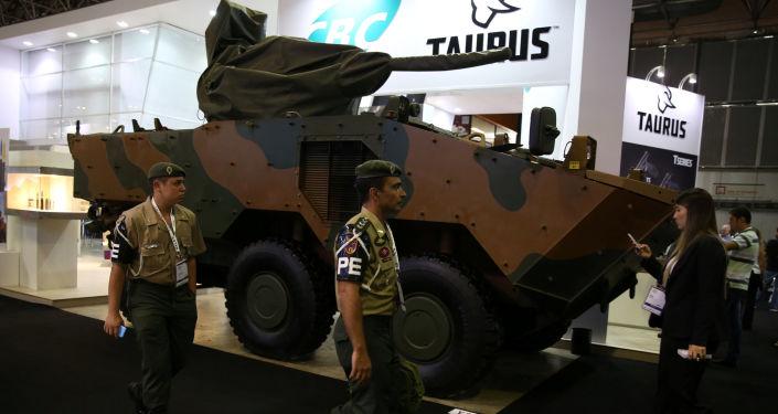 Танк на выставке авиационных и оборонных систем LAAD Defence & Security в Рио-де-Жанейро, Бразилия
