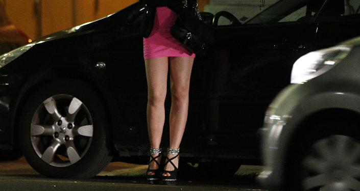 Prostituta aguardando cliente