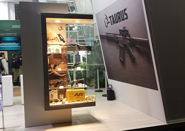 Armas de pequeno porte da Taurus na feira de armamentos LAAD 2017, no Rio de Janeiro (arquivo)