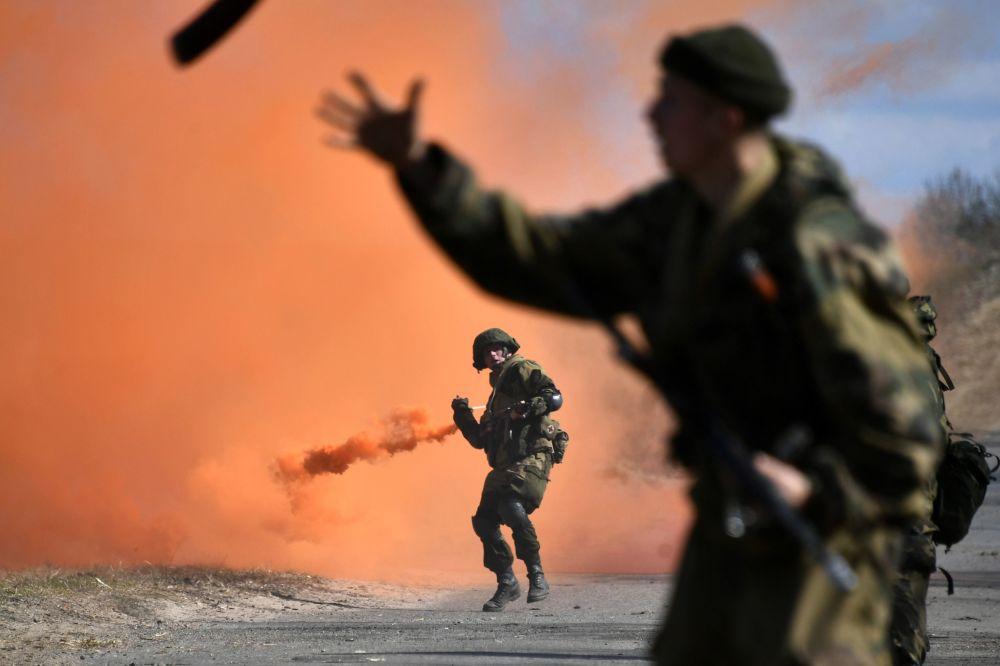 Treinamentos táticos conjuntos das tropas paraquedistas da Rússia e Bielorrússia em Vitebsk