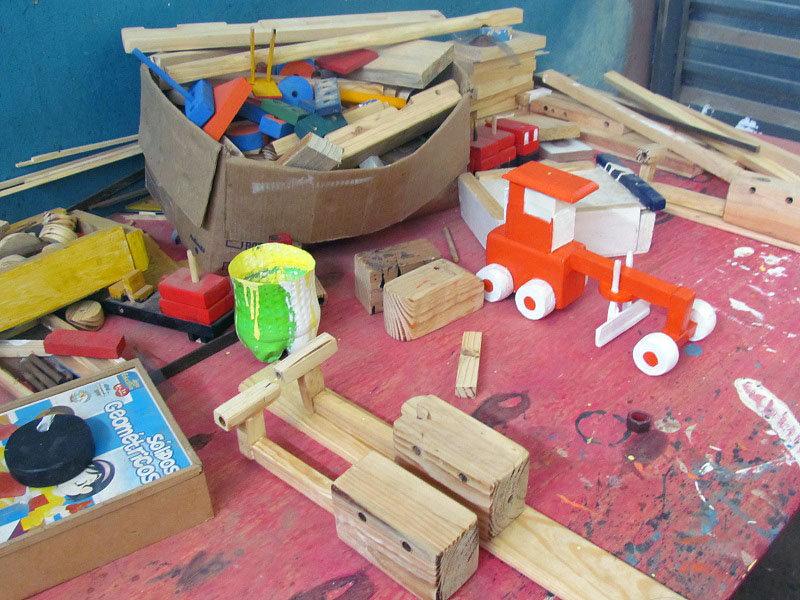Os brinquedos pedagógicos são usados para incentivar a coordenação motora e os sentidos das crianças