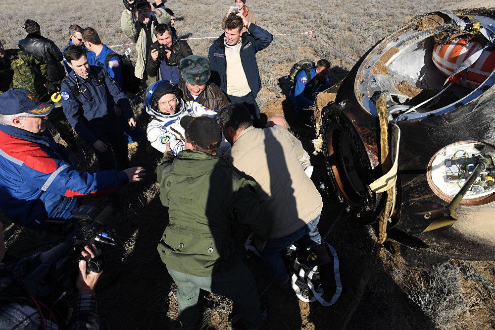 Equipe em terra comemora retorno de Sergei Ryzhikov