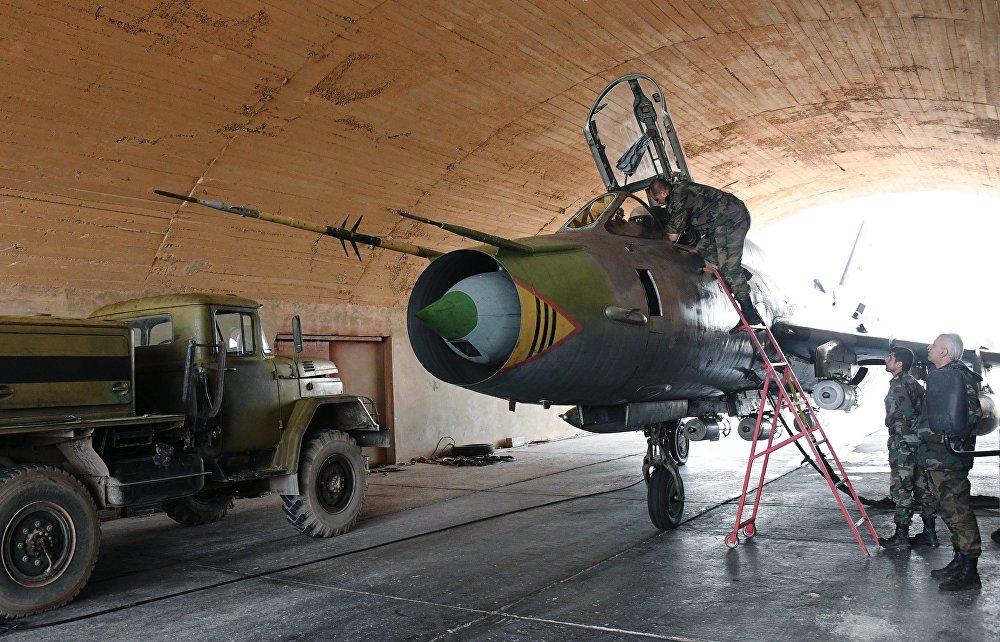 A base militar da Força Aérea Síria, Shayrat, que foi atacada por mísseis dos EUA em 6 de abril, retoma realização de voos de combate – caças sírio decolam e aterrissam seguramente