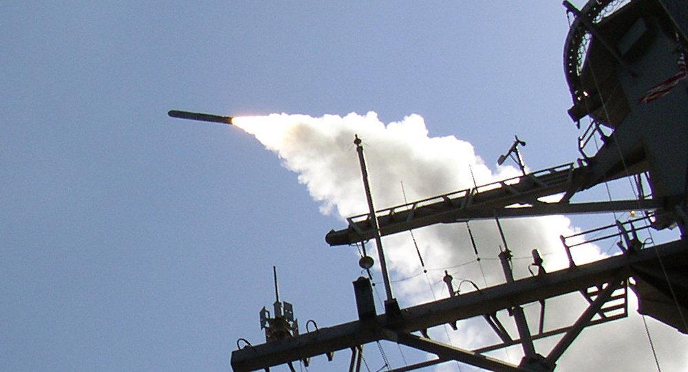 Destróier de mísseis guiados USS Porter (DDG 78) lançando o míssil Tomahawk (TLAM)