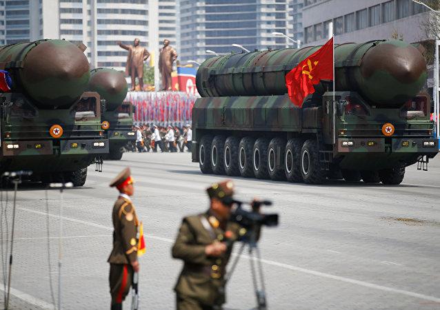 Parada militar comemorativa do 105º aniversário de Kim Il-sung, em 15 de abril de 2017