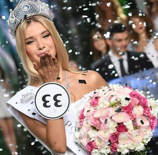 Polina Popova (região de Sverdlovsk) durante a cerimônia de premiação das finalistas do concurso de beleza Miss Rússia 2017 no salão de concerto Barvikha (região de Moscou)