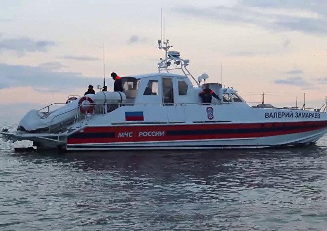 Barco de resgate durante operação no mar Negro (arquivo)