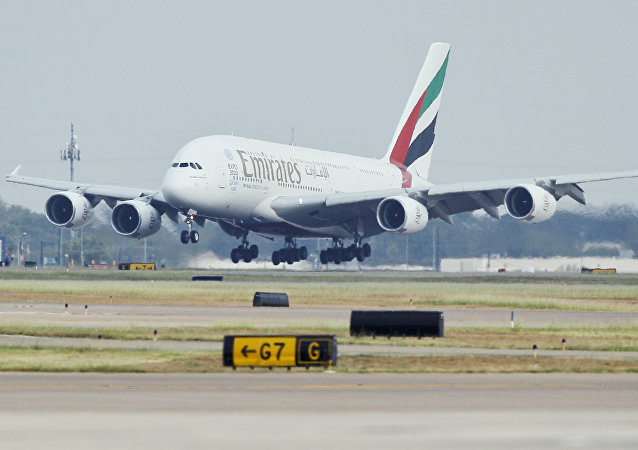 A380 da Emirates aterrissando no Aeroporto Internacional de Dallas/Fort Worth, no Texas (arquivo)