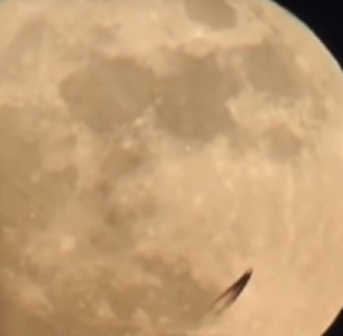 Um objeto misterioso perto da Lua