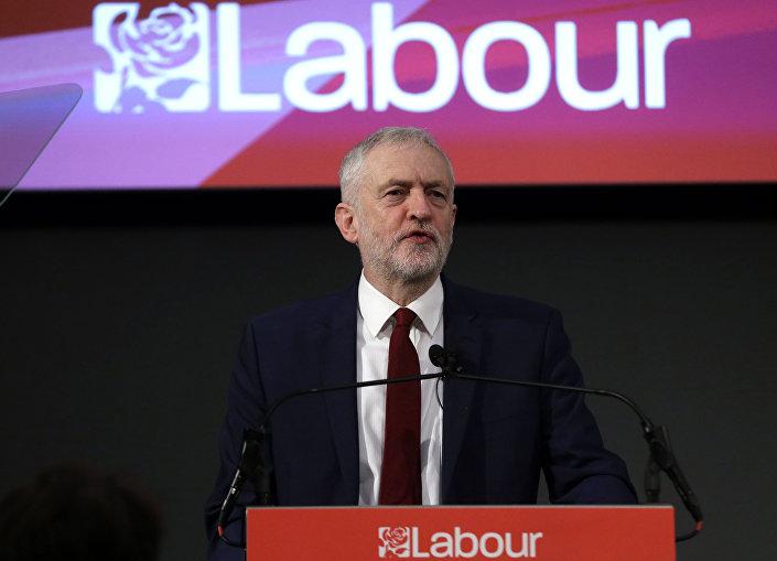 Líder do Partido Trabalhista da oposição, Jeremy Corbyn, fala em Londres sobre o plano para o partido após o voto pelo Brexit (fevereiro, 2017)