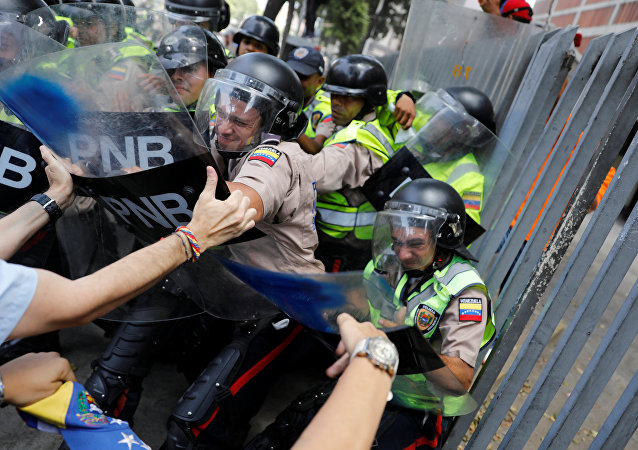 Demonstrators scuffle with security forces during an opposition rally in Caracas, Venezuela, April 4, 2017