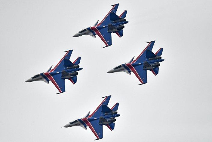 Caças Su-30SM durante ensaios da Parada da Vitória de 2017, 10 de abril de 2017