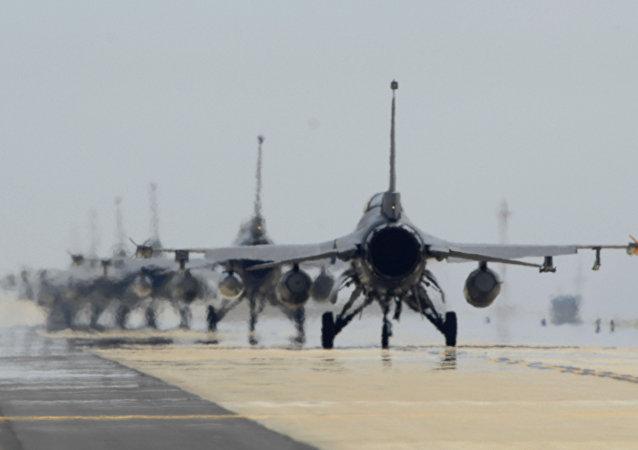 Caças F-16 da Força Aérea dos EUA na base de Kunsan, Coreia do Sul (arquivo)
