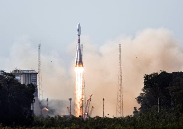 Foguete-portador Soiuz, lançamento de cosmódromo Curu, Guiana Francesa, 12 de outubro de 2012