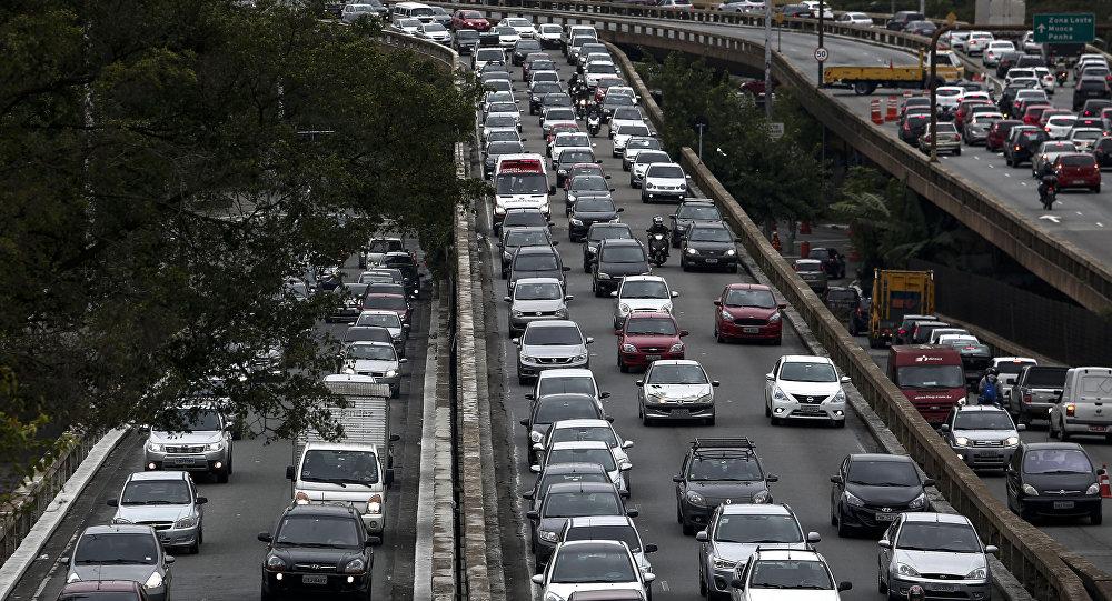 O trânsito ficou paralisado em São Paulo durante a greve geral em 28 de abril de 2017