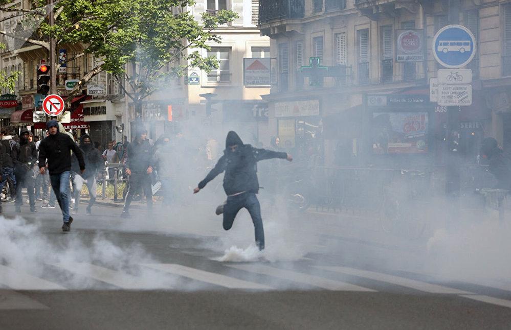 Protestos estudantis em Paris contra os candidatos à presidência