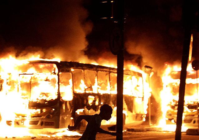 Ônibus pega fogo (imagem referencial)