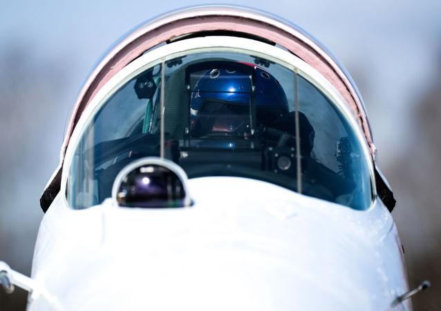 O caça MiG-29 do grupo de pilotagem Strizhi no aeroporto militar de Kubinka.