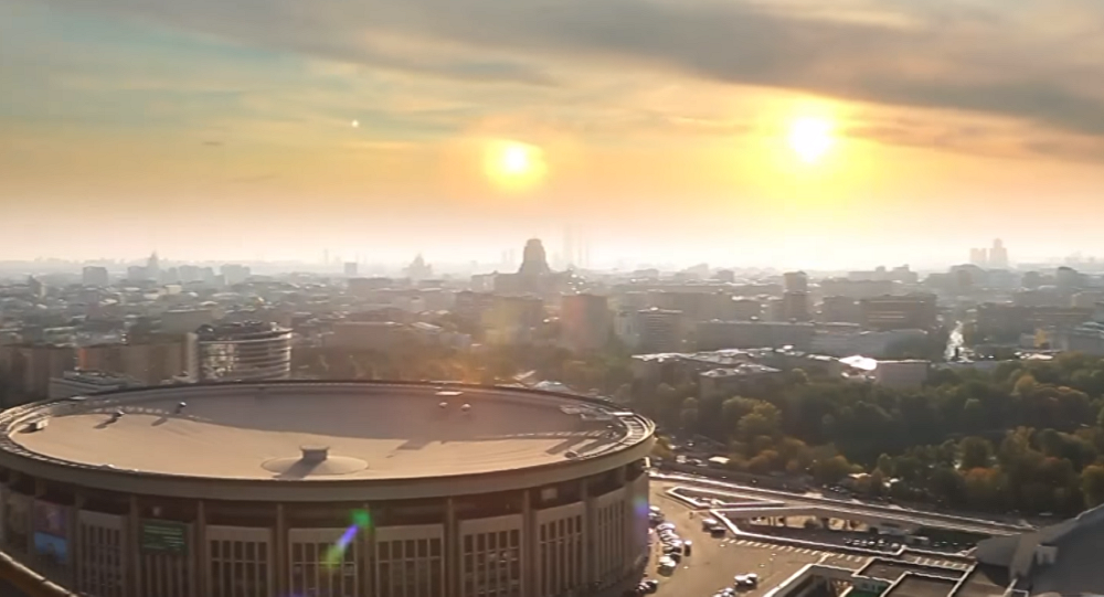 Moscou iluminada por outras estrelas