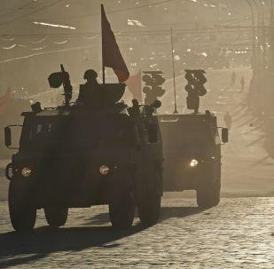 Equipamento militar na preparação do ensaio da Parada da Vitória em Moscou