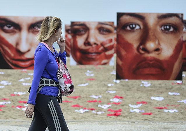 Manifestação contra a violência sexual na praia de Copacabana, no Rio de Janeiro, em junho de 2016