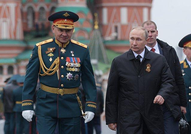 O Presidente da Rússia, Vladimir Putin, chega à Praça Vermelha para participar da Parada Militar dedicada ao 72º aniversário da Vitória na Grande Guerra pela Pátria de 1941-1945