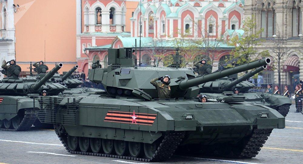 Tanque T-14 Armata na Praça Vermelha de Moscou durante a Parada da Vitória