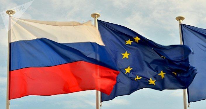 Bandeiras da Rússia e da UE