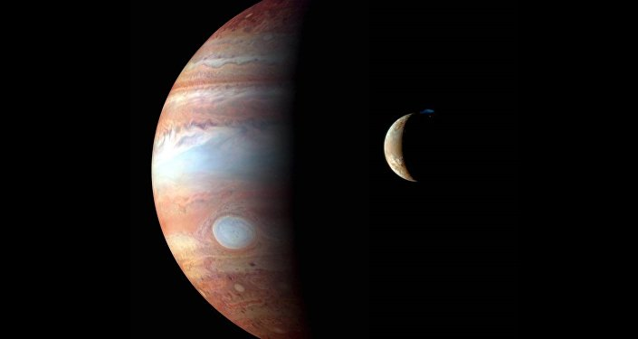 Imagem feita pela sonda New Horizons mostra Júpiter e sua lua vulcânica Io