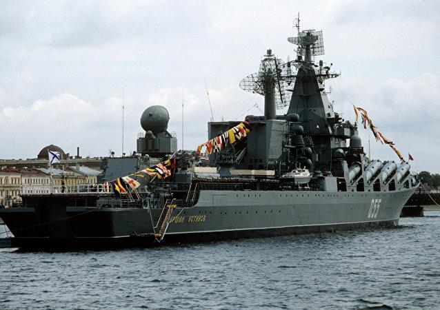 Cruzador de mísseis russo Marshal Ustinov