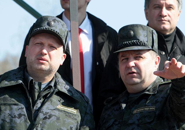 Secretário do Conselho de Segurança e Defesa Nacional da Ucrânia, Alexander Turchinov (esquerda)