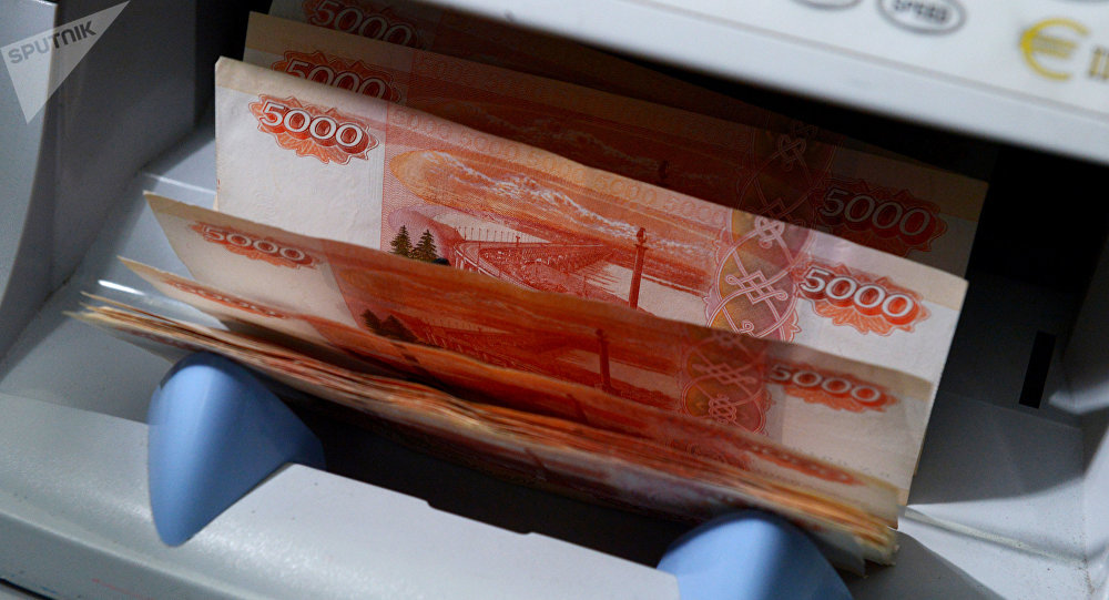 Segundo agência, a economia do país soube conter o impacto da queda do preço do petróleo
