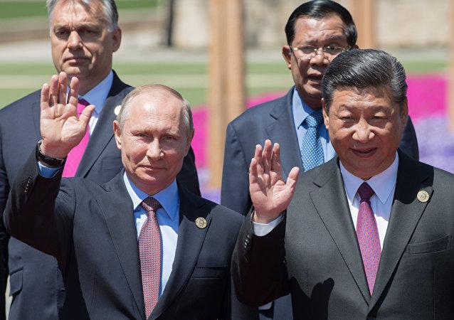 Vladimir Putin e Xi Jinping durante o segundo dia do Fórum Um Cinturão, uma Rota, em 15 de maio de 2017