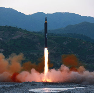 Teste de míssil norte-coreano Hwasong-12 (foto de arquivo)