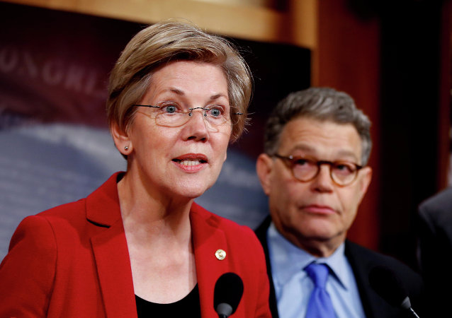 Senadora Elizabeth Warren em Capitol Hill, Washington DC, EUA