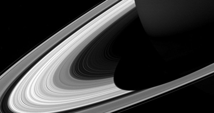 Sombra nos anéis de Saturno, capturada pela sonda espacial Cassini