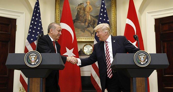 Coletiva de imprensa entre Donald Trump e Recep Tayyip Erdogan em 16 de maio, 2017 (foto de arquivo)