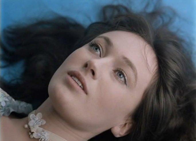 Atriz soviética Larisa Guzeeva (arquivo)