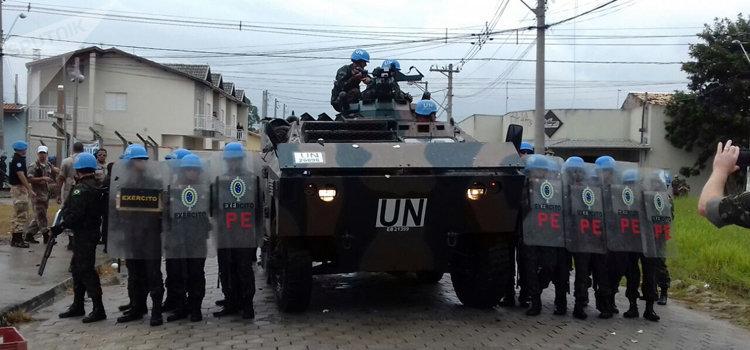 Treinamento do Centro Conjunto de Operações de Paz do Brasil com os militares que compõem o 26º efetivo do BRABAT no Haiti.
