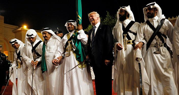 Donald Trump participa de cerimônia de boas vindas em Riad, na Arábia Saudita