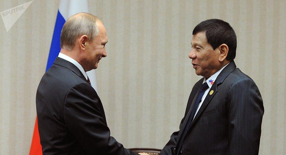 O presidente da Rússia, Vladimir Putin, e seu homólogo filipino, Rodrigo Duterte