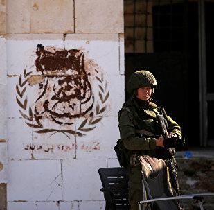 Um soldado russo no bairro de Hanono, controlado por forças governamentais de Assad, em Aleppo, na Síria (foto de arquivo)
