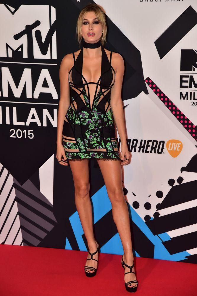 Hailey Baldwin participa do MTV Europe Music Awards em Milão