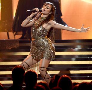 Camila Cabello canta no show Billboard Music Awards