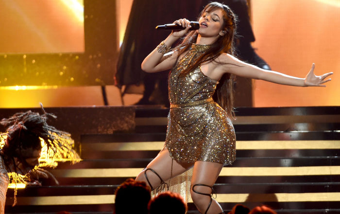 Camila Cabello canta no show Billboard Music Awards