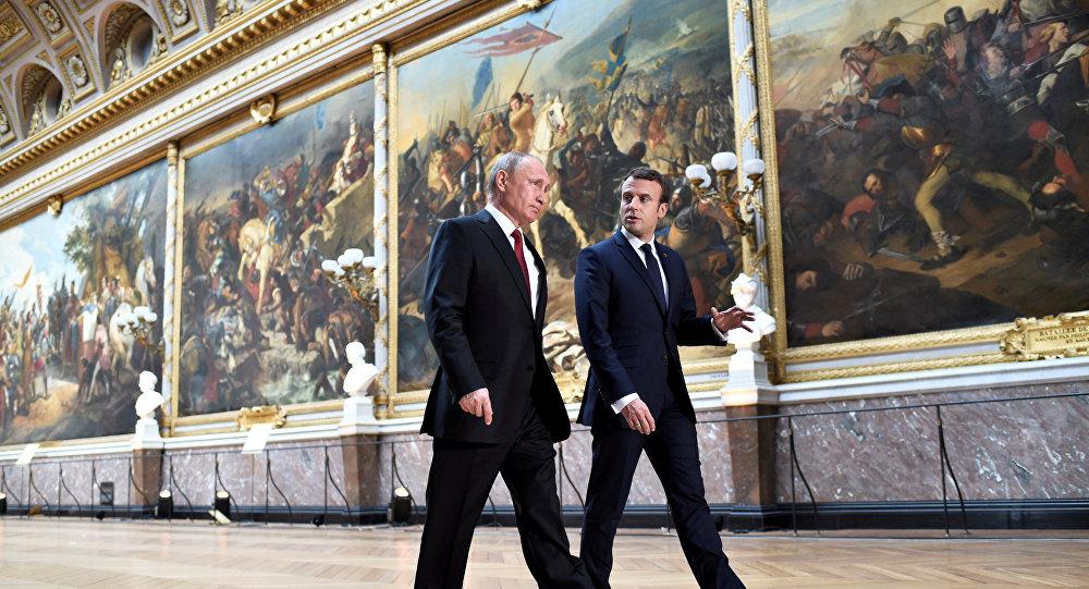 Vladimir Putin e Emmanuel Macron se reúnem em Paris, 29 de maio, 2017