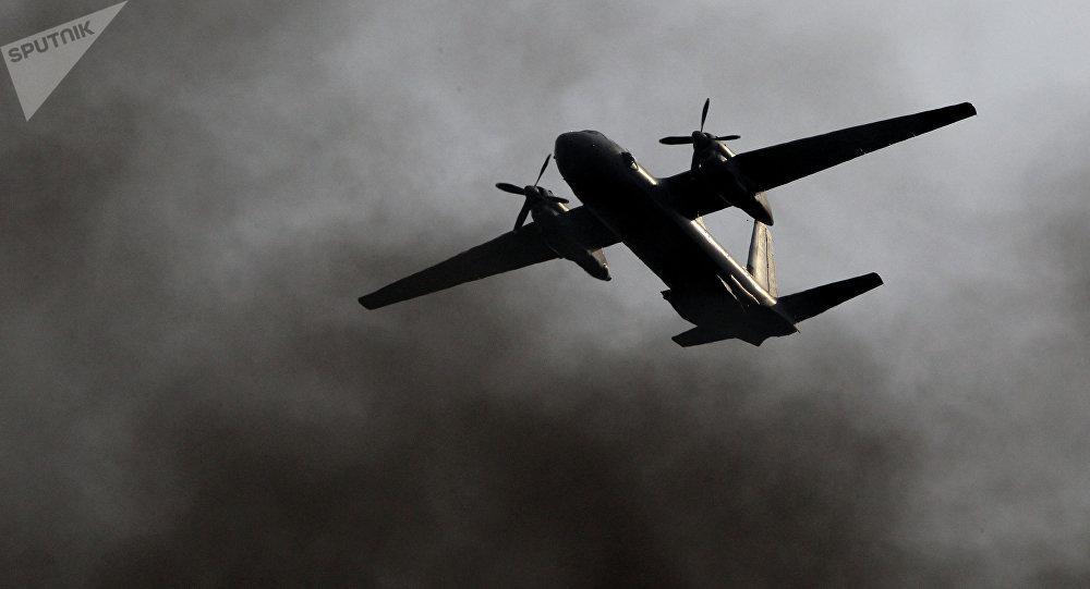 Avião militar An-26 (foto de arquico)